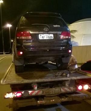 Filho de Geraldo Cardoso estava com carro estacionado irregularmente (Foto: Divulgação/Sedres)