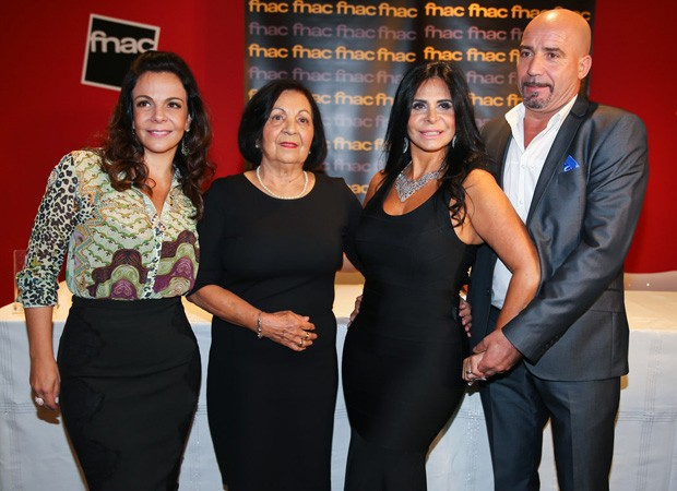 Thammy miranda prestigia gretchen em lan amento de for Carlo scarpa biografia