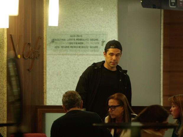 Marcus Buaiz em hospital em São Paulo (Foto: Leo Franco/ Ag. News)
