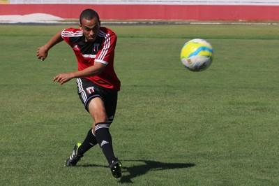 Willian, lateral esquerdo do Botafogo-SP (Foto: Rogério Moroti/ Ag Botafogo)