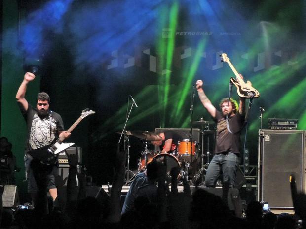 Banda Monster Coyote, no Abril pro Rock (Foto: Katherine Coutinho / G1)