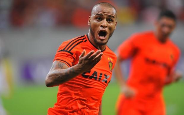 Sport x Santos gol patric (Foto: Aldo Carneiro/Pernambuco Press)