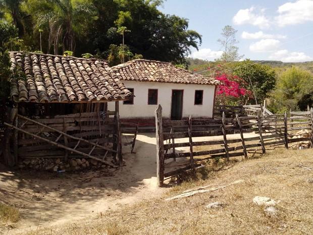 Casa onde ocorreu o crime fica a 30 quilômetros de Santo Antônio do Monte (Foto: Polícia Civil/ Divulgação)