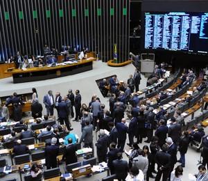 Discussão do projeto da minirreforma eleitoral (Foto: Zeca Ribeiro / Câmara dos Deputados)