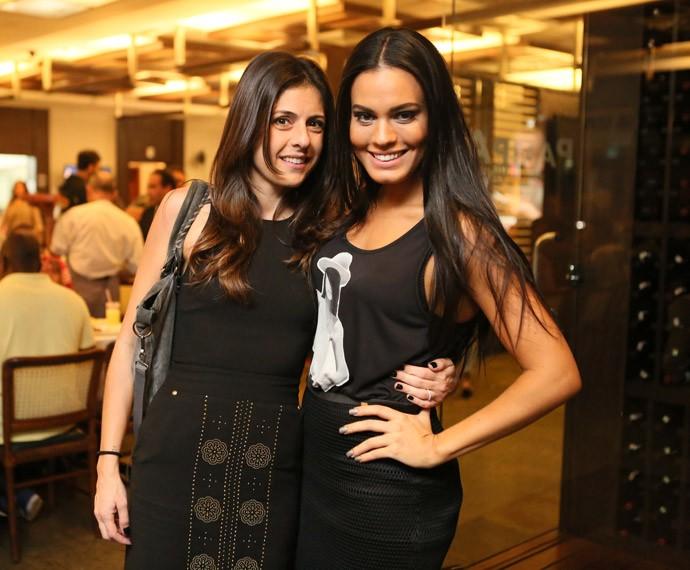 A diretora Joana Jabace posa com Leticia Lima (Foto: Isabella Pinheiro/Gshow)