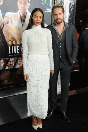 Zoe Saldana e o marido, Marco Perego, em première em Los Angeles, nos Estados Unidos (Foto: Barry King/ Getty Images)