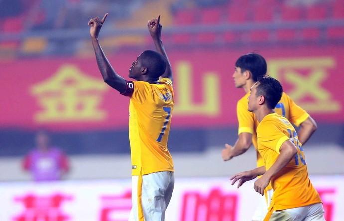 Ramires Jiangsu Suning (Foto: Reprodução/Sina.com)