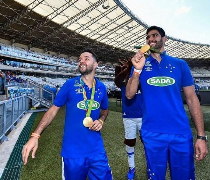 William e Evandro vôlei homenagem Cruzeiro (Foto: Reprodução / Instagram)