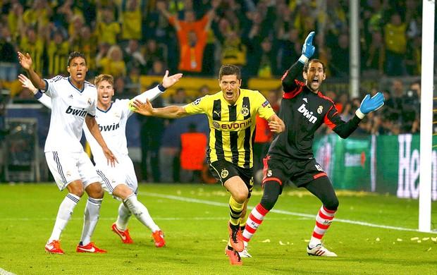 Robert Lewandowski gol Borussia Dortmund jogo Real Madrid (Foto: Reuters)
