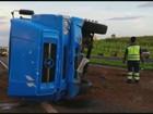 Motorista morre após bater em carreta e três ficam feridos em via de Franca