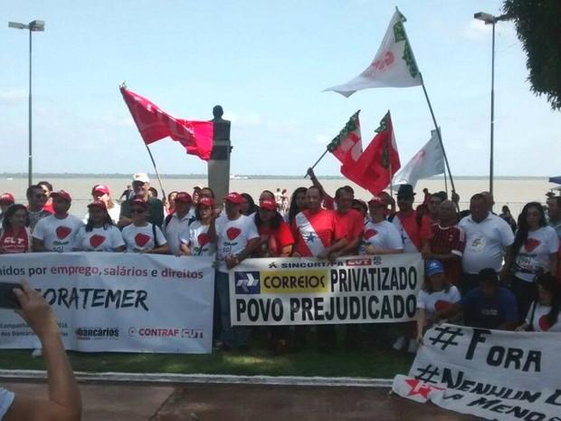 Representantes de trabalhadores reivindicam direitos em ato nesta terça, 16, em Belém.  (Foto: Alexandre Nascimento/ G1)