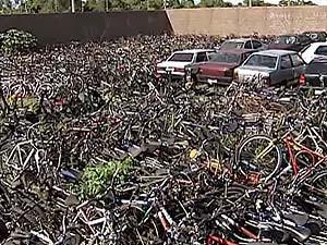 Bicicletas estão enferrujando no pátio em Uberlândia (Foto: Reprodução/TV Integração)