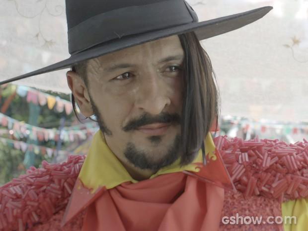 Zelão se derrete todo pela professorinha, na cara de Rosinha (Foto: Meu Pedacinho de Chão/TV Globo)