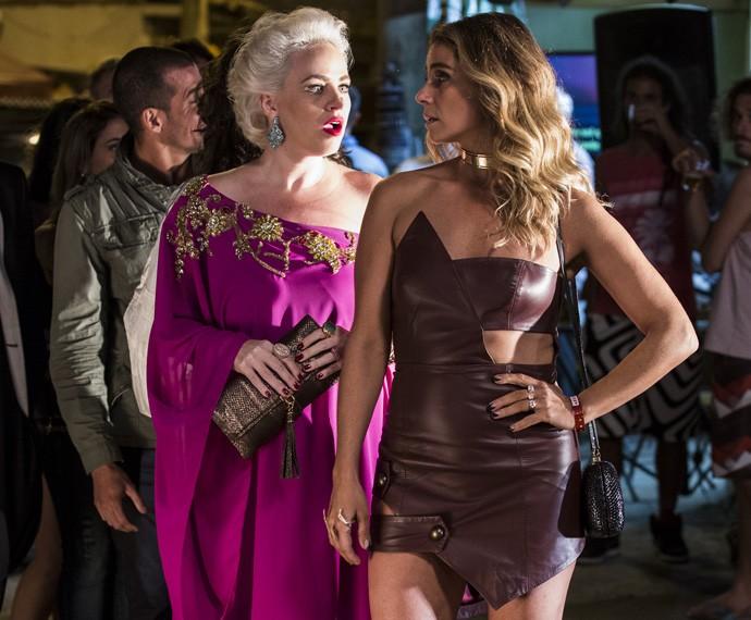 Giovanna Antonelli arrasa com vestido de couro cheio de recortes (Foto: Ellen Soares/Gshow)
