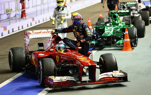 webber carona alonso cingapura formula 1 (Foto: Getty Images)
