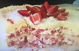 Dos deuses! Aprenda a fazer o tradicional bolo de morango com suspiro  (Reprodução/ RPC)