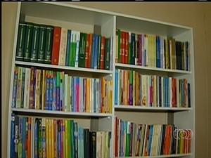 Restaurante comunitário ganha biblioteca (Foto: Reprodução/TV Anhanguera TO)