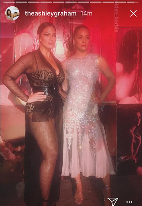 A modelo Ashley Graham com sua colega de profissão Jasmine Sanders (Foto: Instagram)