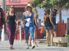 Em dia de sol, Suzana Werner se exercita e bebe água de coco na praia