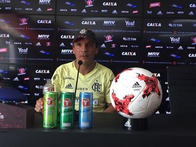 Zé Ricardo em coletiva de imprensa do Flamengo (Foto: Fred Gomes)