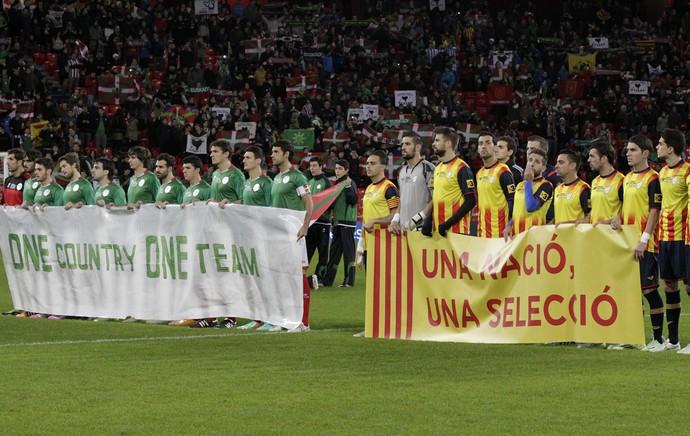 faixa amistoso catalunha (Foto: EFE)
