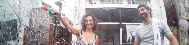 Casal simula desperdício de água e provoca revolta no 'Vai fazer o quê?' (Rede Globo)