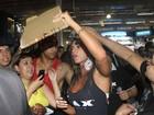 Nicole Bahls causa tumulto em feira esportiva em São Paulo