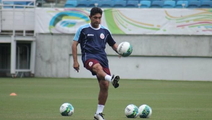 Sérgio China técnico do América-RN (Foto: Canindé Pereira/Divulgação)