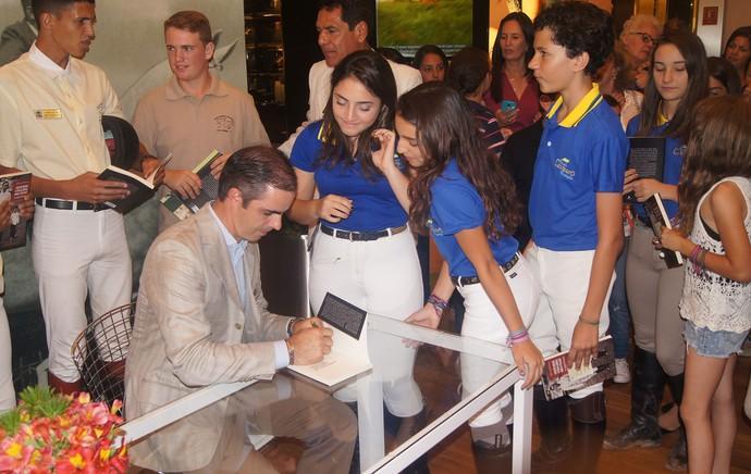 Livro Biografia Rodrigo Pessoa (Foto: Thiago Benevenutte)