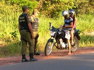 Muitos condutores estavam com documentação irregular (Foto: Reprodução/TV Tapajós)
