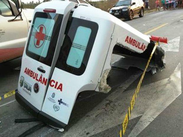 Corpos serão levados a Tauá ainda neste domingo (Foto: PRF/Divulgação)