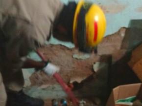 Bombeiros quebram parede para resgatar cadela em Caldas Novas, Goiás (Foto: Divulgação/ Corpo de Bombeiros)
