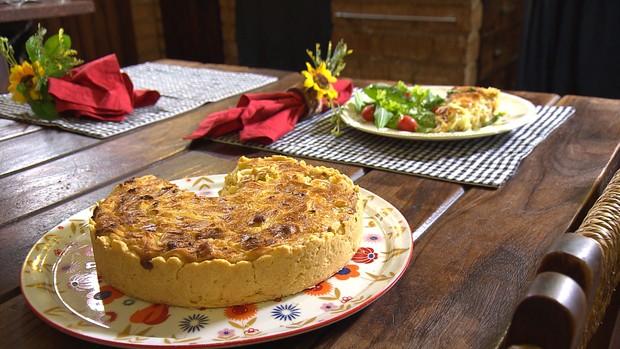 Aprenda a preparar uma deliciosa quiche de cebola e bacon ()