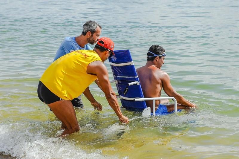 Projeto Praia Acessível, em Vitória (Foto: Leonardo Silveira/PMV)