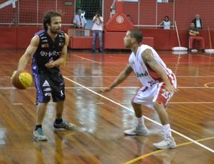 Gustavinho Mogi das Cruzes x Paulistano paulista de basquete (Foto: Vitor Geron)