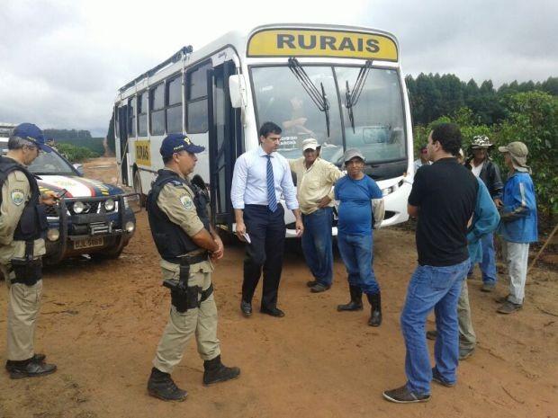 Promotores do MPT fiscalizaram fazendas na região de Marília  (Foto: Fernando Degaspari/ TV TEM)