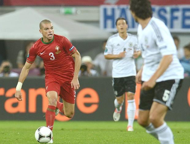 Pepe na partida de Portugal contra a Alemanha EURO (Foto: AFP)