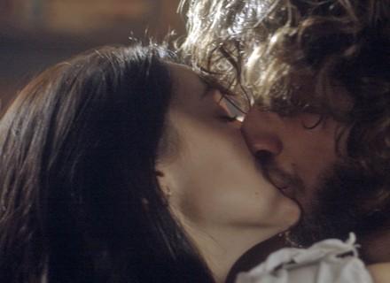 Joaquim beija Anna, e Thomas chega
