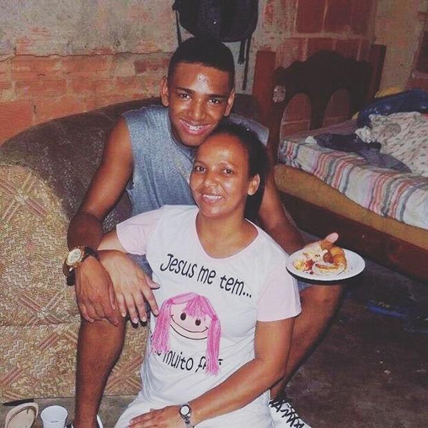 Nego do Borel e a mãe (Foto: Reprodução / Instagram)