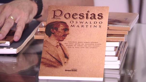 Livro de poesias de Oswaldo Martins (Foto: Reprodução/TV Tribuna)
