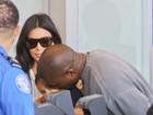 Que fofo! Kanye West dá beijo carinhoso na filha