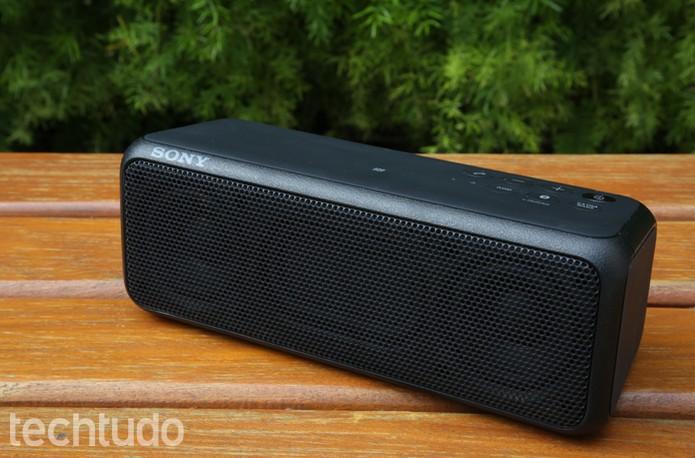 Caixa de som da Sony tem design tradicional e uso intuitivo (Foto: Gabrielle Lancellotti/TechTudo)
