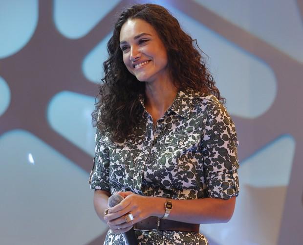 Loreto leva a amada às lágrimas com canção romântica (Foto: Felipe Monteiro/ Gshow)