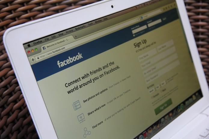 Facebook Computador Home (Foto: Anna Kellen Bull / TechTudo)