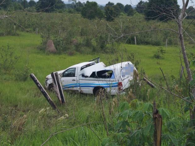 Carro capotou e saiud da pista na RO-010 em Pimenta Bueno (Foto: Kleyton Santos/Arquivo pessoal)