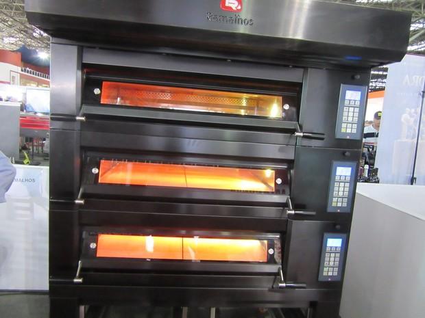Forno elétrico que assa até 12 pizzas ao mesmo tempo e custa R$ 40 mil; a média de consumo mensal de energia elétrica é de R$ 400 se utilizado de 6 a 7 horas por dia, 7 dias por semana (Foto: Marta Cavallini/G1)