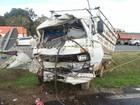 Batida entre caminhão e carreta mata 2 e deixa ferido na BR-277, em Curitiba