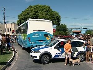 Polícia esteve no local do crime. (Foto: Reprodução/TV Gazeta)