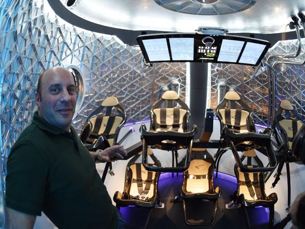 Interior da nave tem assentos de ouro e preto (Foto: Kevork Djansezian/Getty Images North America/AFP)