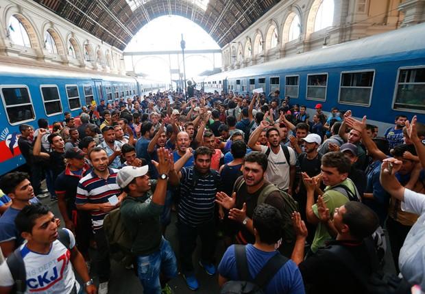 Refugiados vindos da Síria chegam à Alemanha após viagem pela Europa: crise migratória coloca em risco governo de Angela Merkel (Foto: Michaela Rehle/REUTERS)